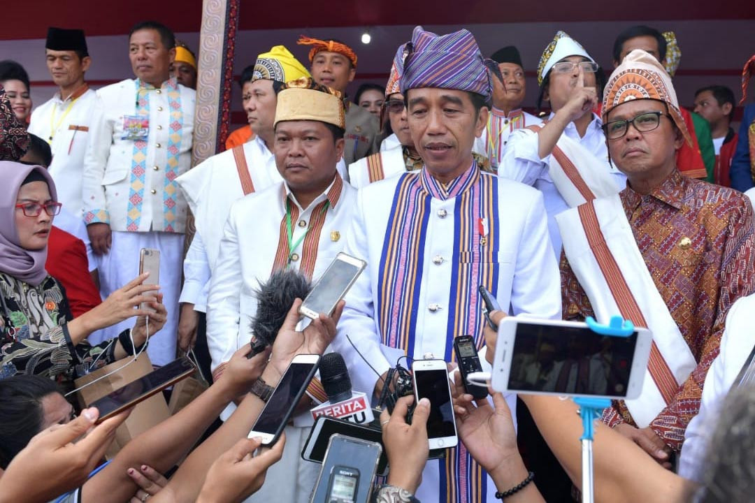 merry christmas happy new year jokowi sends out wishes from sulawesi