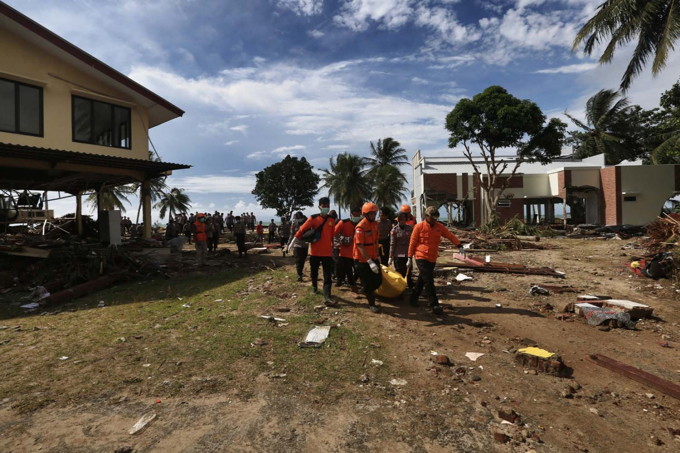 Sunda Strait tsunami death toll hits 429, Navy discovers bodies at sea