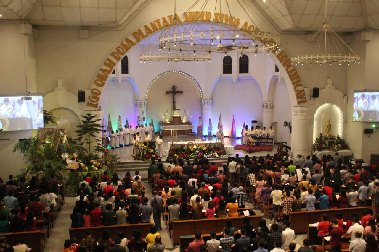 Churches spread message of unity on Christmas Day