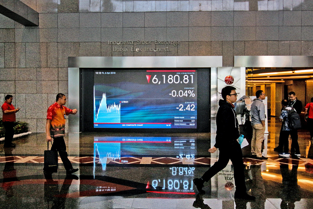 Foreign investors dump Indonesian shares for bonds as global slowdown looms