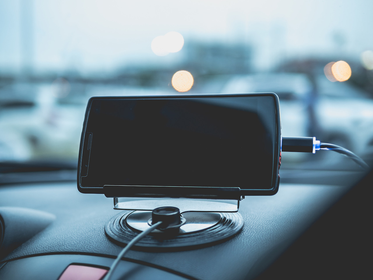 Three reasons to stop charging smartphones in cars