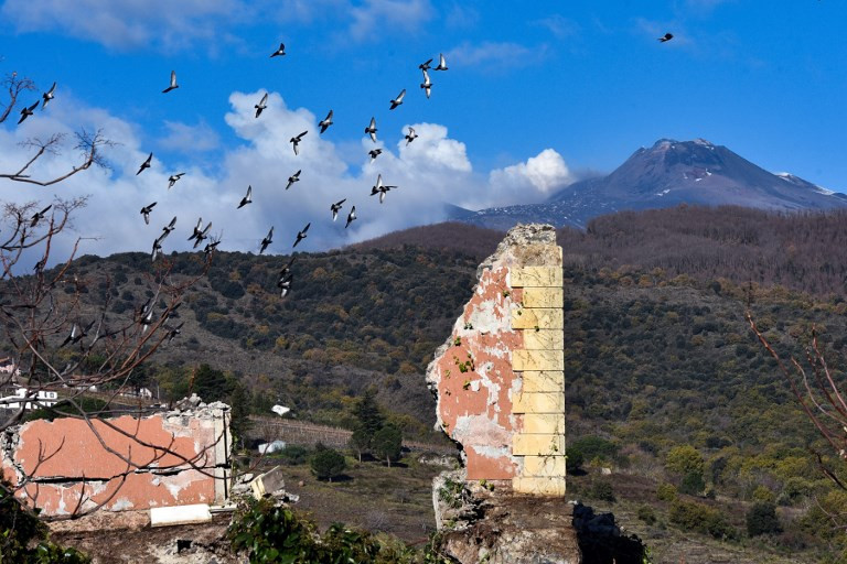 4.8 quake hits area near Sicily's Mount Etna