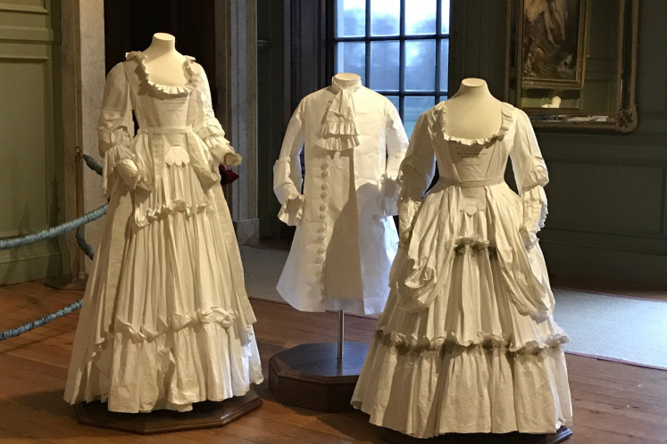 Hanoverian era costumes in Fountain Court