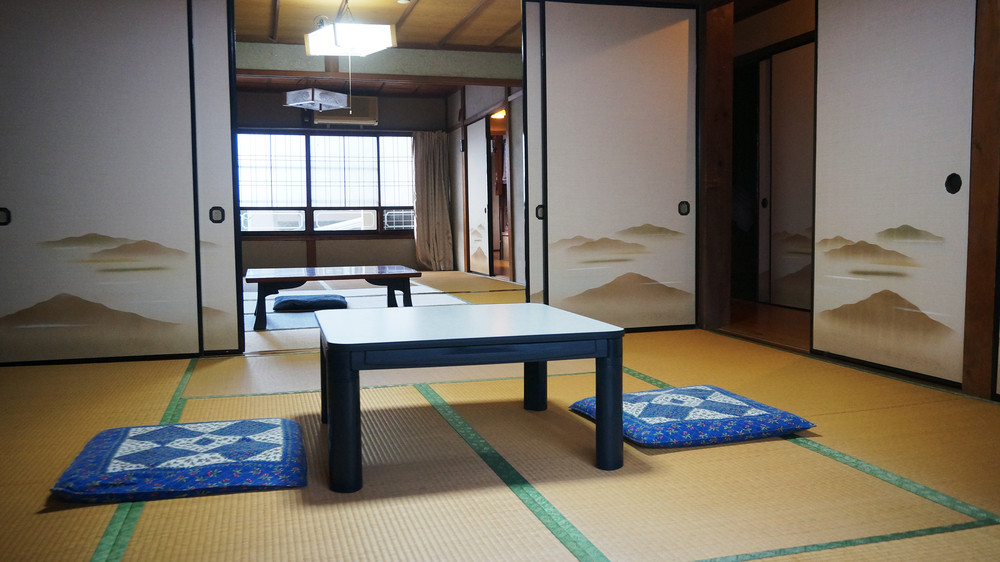 Japan unveils new traditional inn-themed train