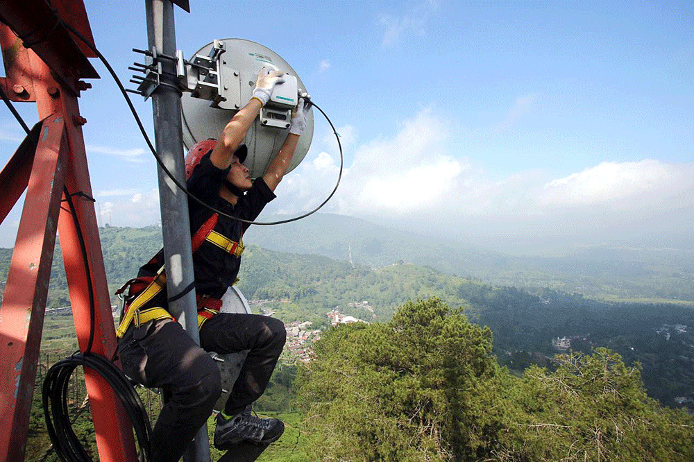 Calls, texts... and forecasts? Mobile phone towers can predict rain too
