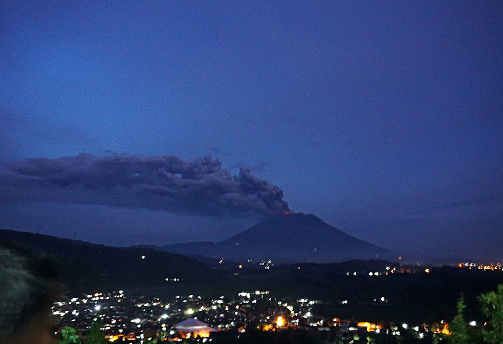 Mount Agung erupts again