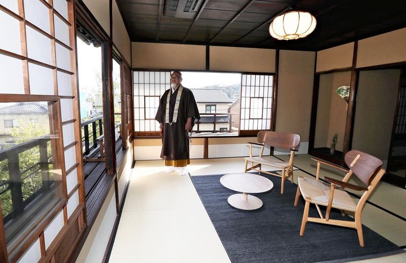 Exclusive temple visits, original samurai swords draw affluent travelers to Japan