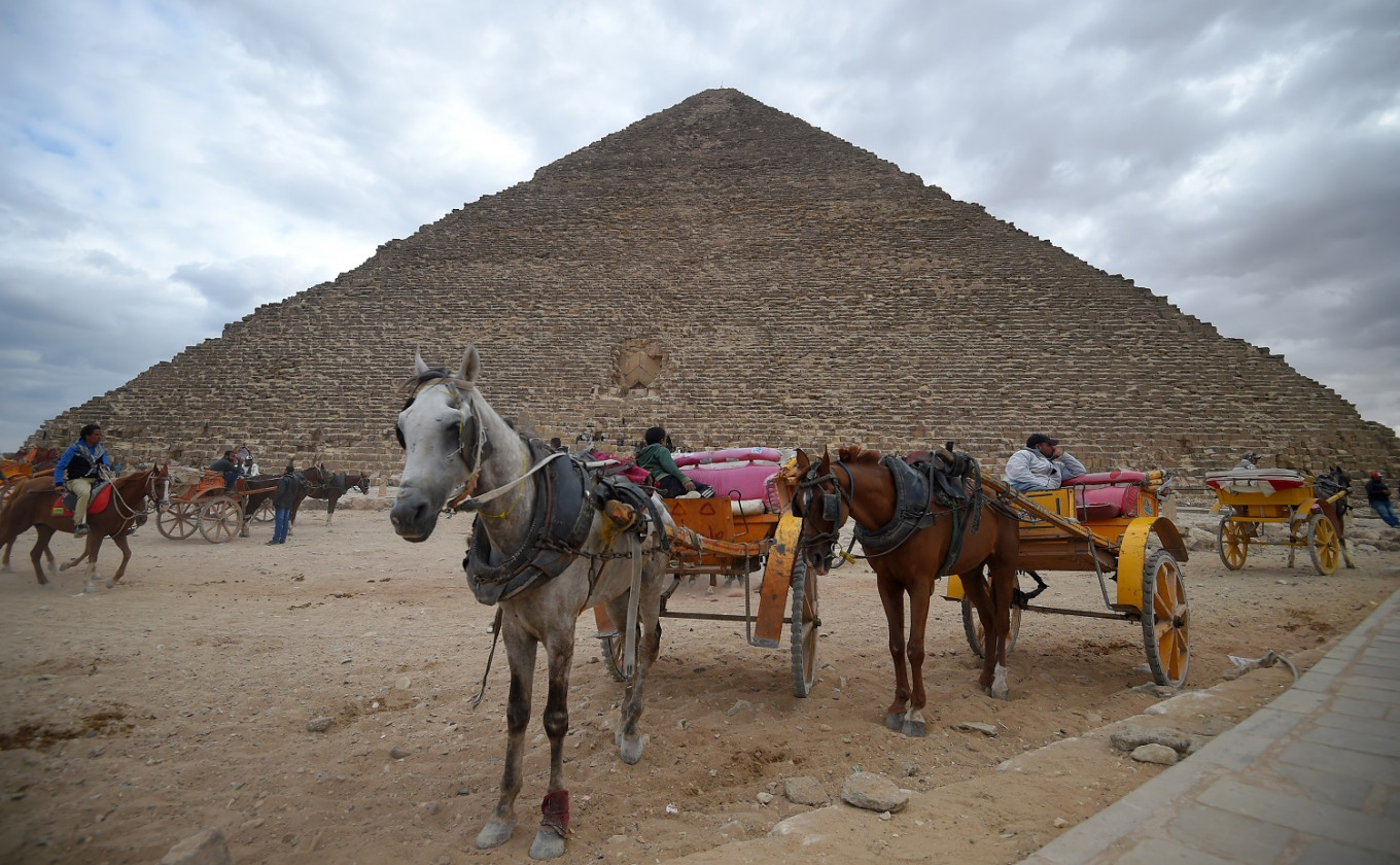 Tourists throng Egypt pyramids after bombing, but future          clouded
