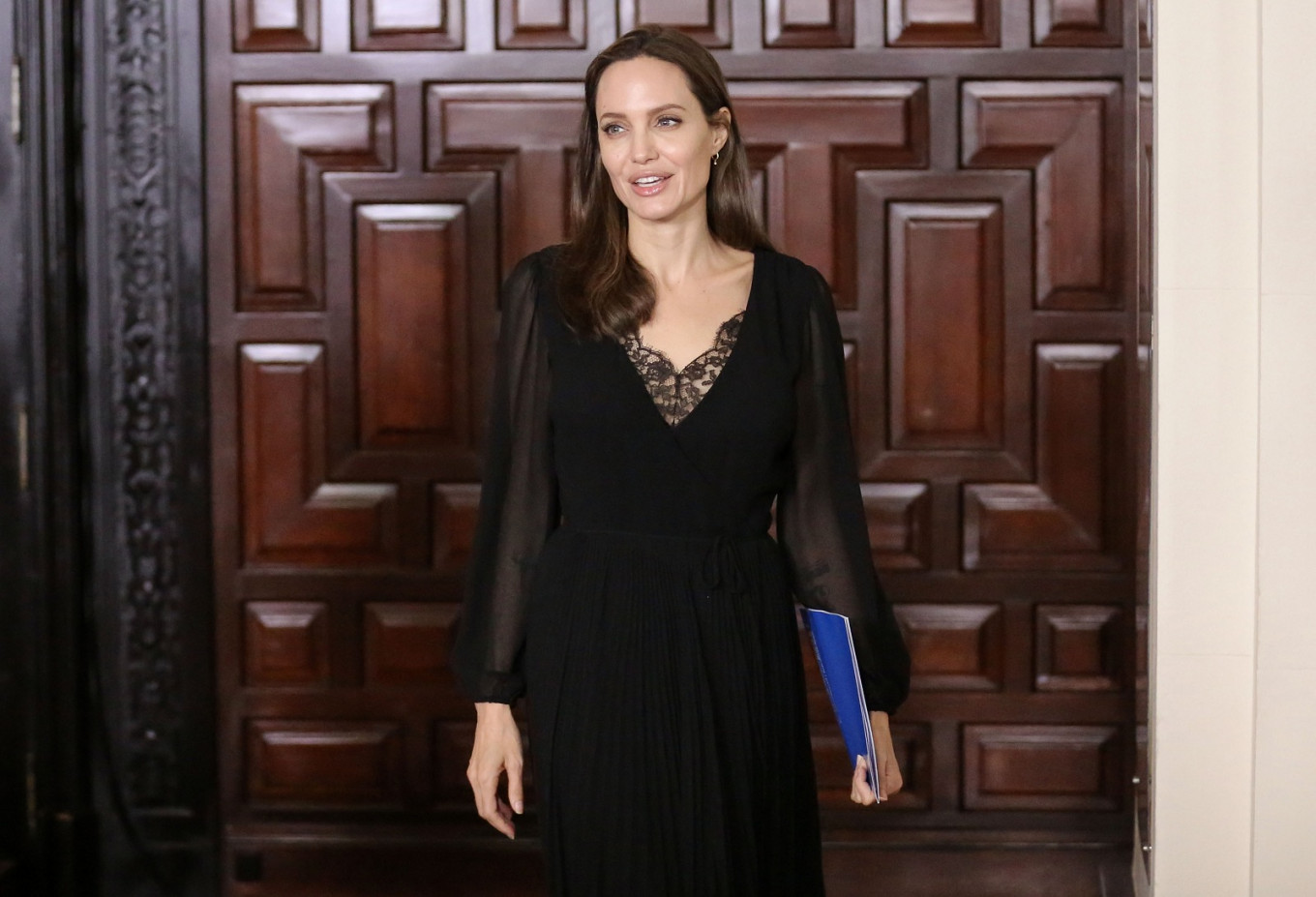 14755af59 Angelina Jolie to produce kids  news show for BBC - Entertainment ...