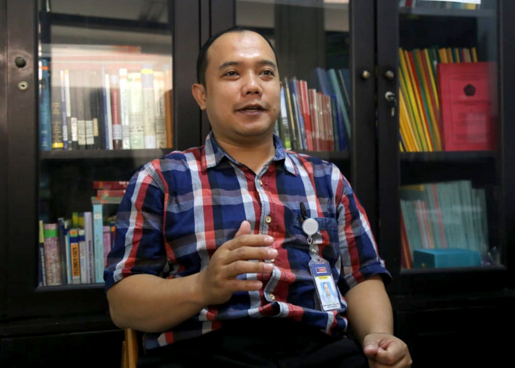 Malang teacher speaks out over ban of books on communism