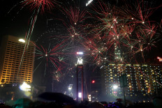 Party on: Fireworks light up the Jakarta sky as revelers celebrate New Years's Eve at the Hotel Indonesia circle on Monday. JP/Wendra Ajistyatama