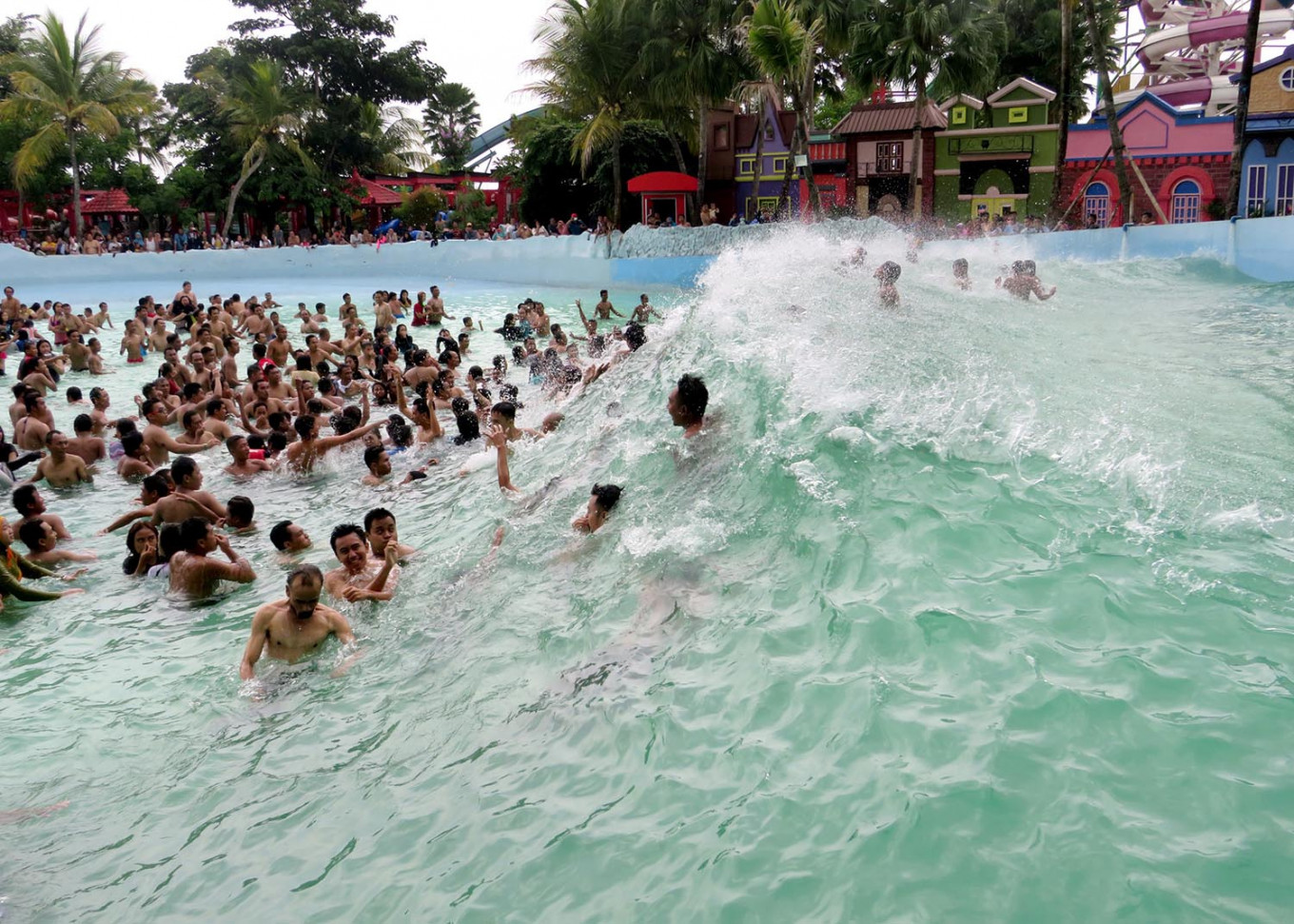 Wave riders: Visitors enjoy a wave pool at a water park in Malang, East Java, on Tuesday. JP/Nedi Putra AW