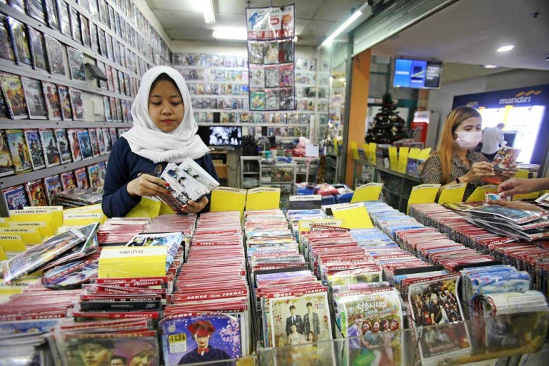 Pirated DVD business struggles amid streaming trend