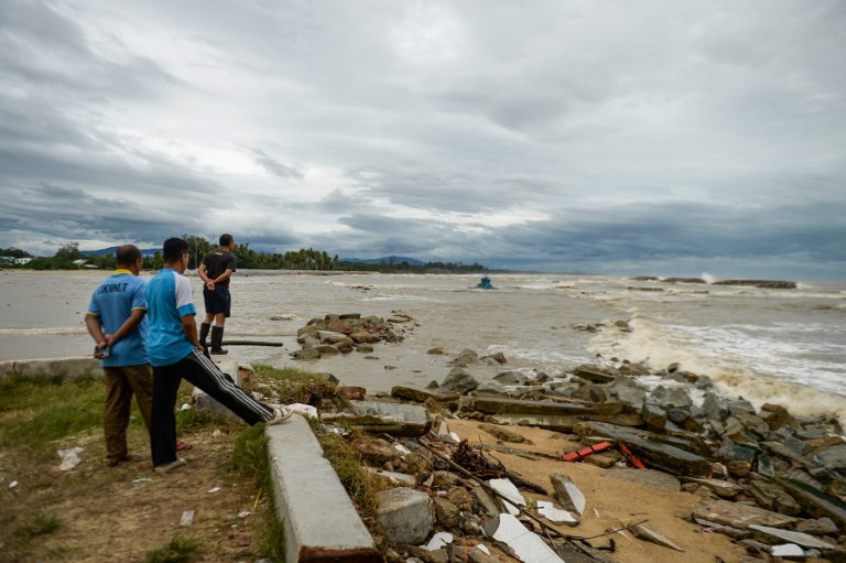 Floods, blackouts after storm but tourist islands spared