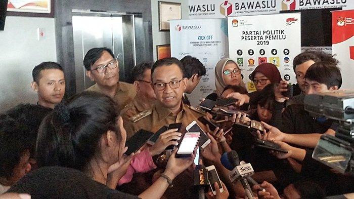 Election body grills Anies for showing two-finger salute during Gerindra conference