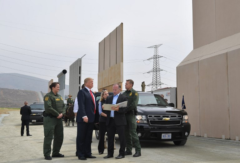 Trump ramps up Mexico wall row with speech, border visit