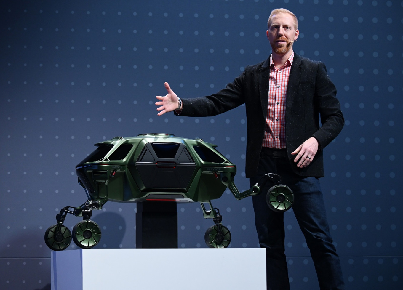 Hyundai shows off walking car project