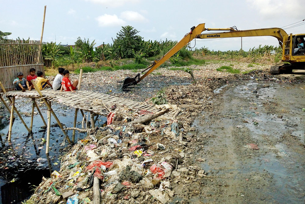 West Java to build waste treatment sites to turn plastic into raw materials, fuels