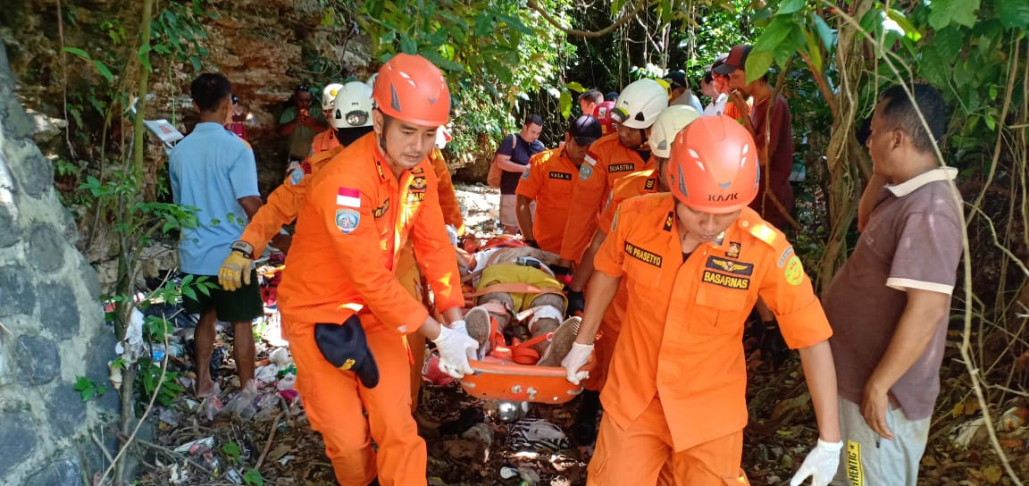 Two Russians fall into 10-meter ravine in Bali
