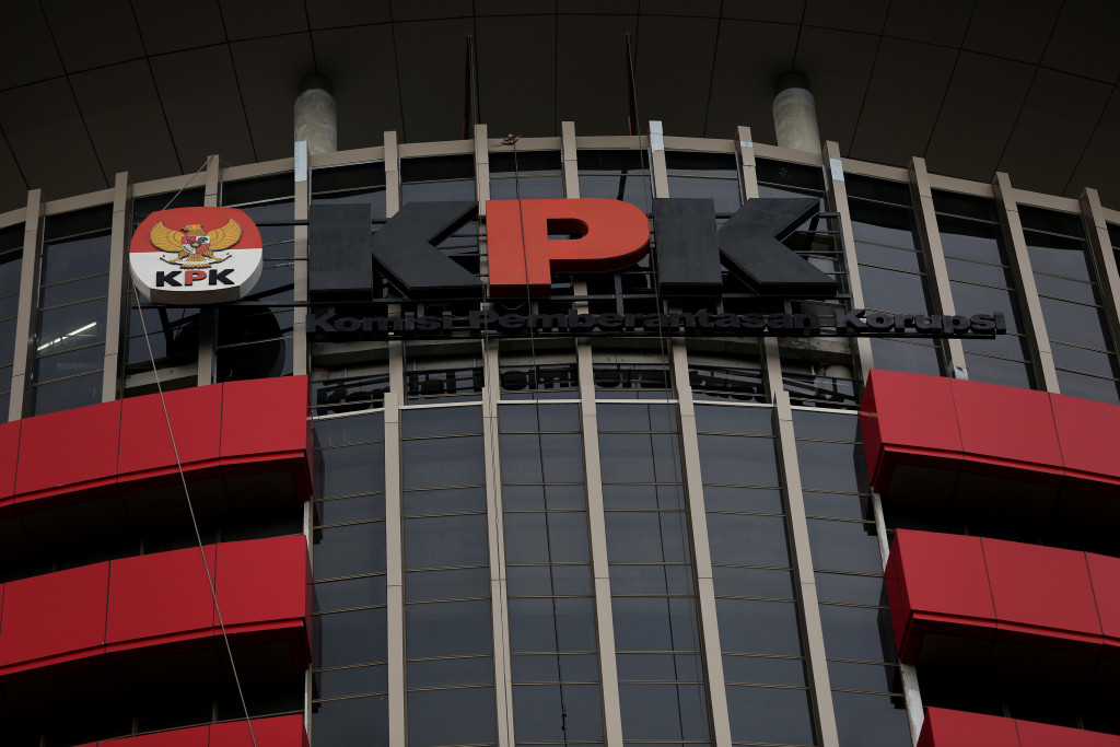 KPK arrests lawmaker, Pupuk Indonesia director for alleged graft