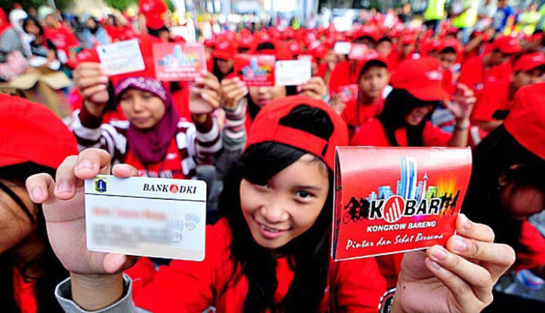 Parents misuse Jakarta education card to obtain cash, personal items: Critics