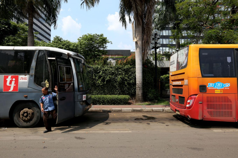 Transjakarta passenger stabbed at East Jakarta bus stop