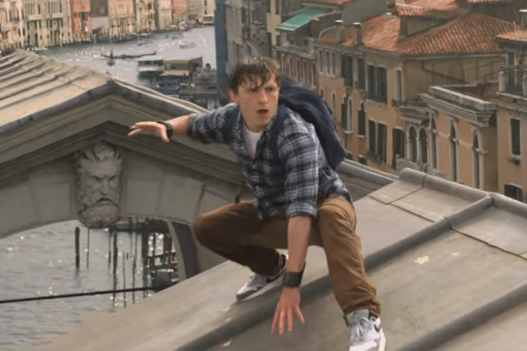 'Spider-Man: Far From Home' shows Mysterio making a splash in debut trailer