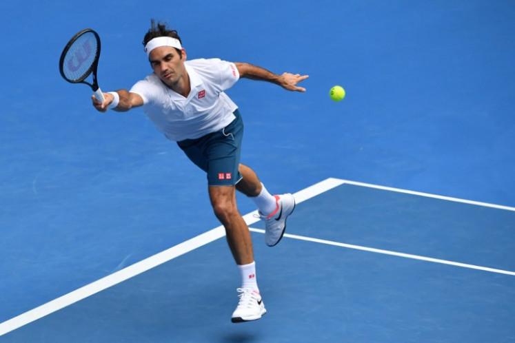 Federer battles into Australian Open third round