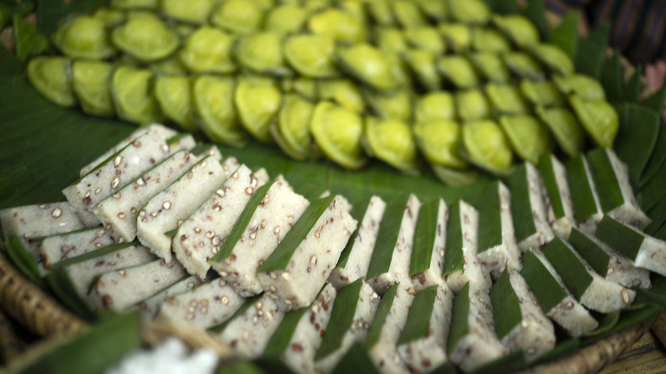 Trip down memory lane: Papringan Market offers a wide-range of traditional Javanese cakes and snacks that are hard to find these days. JP/Tarko Sudiarno