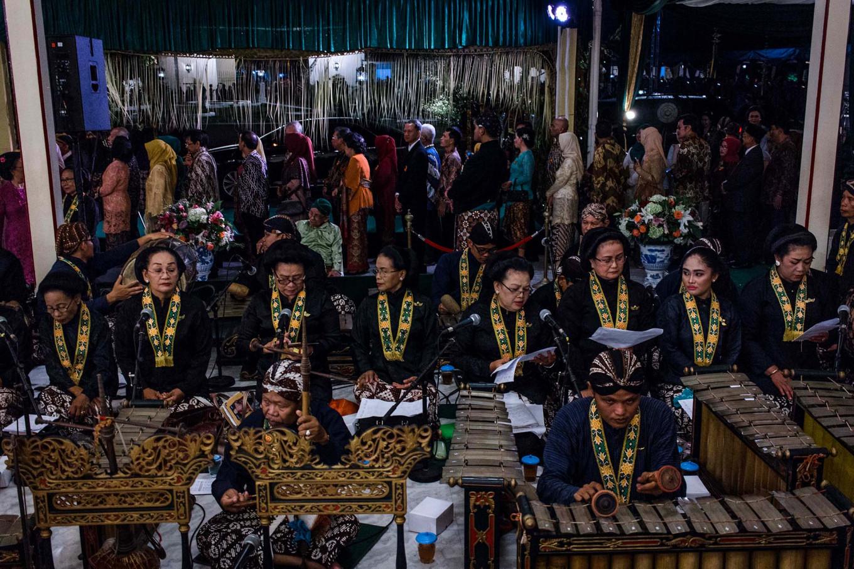 Sinden (singers) perform alongside gamelan musicians. JP/Anggertimur Lanang Tinarbuko