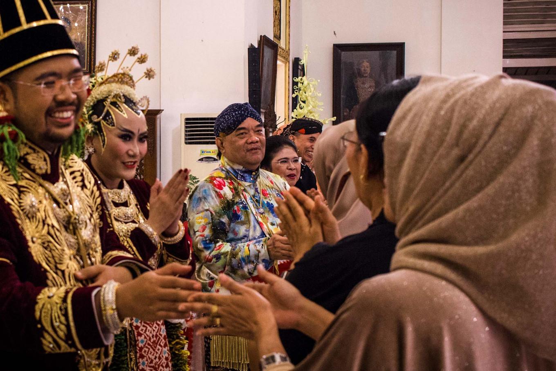 The groom, Kusumo Bimantoro, and the bride, Maya Lakshita Noorya, greet guests. JP/Anggertimur Lanang Tinarbuko