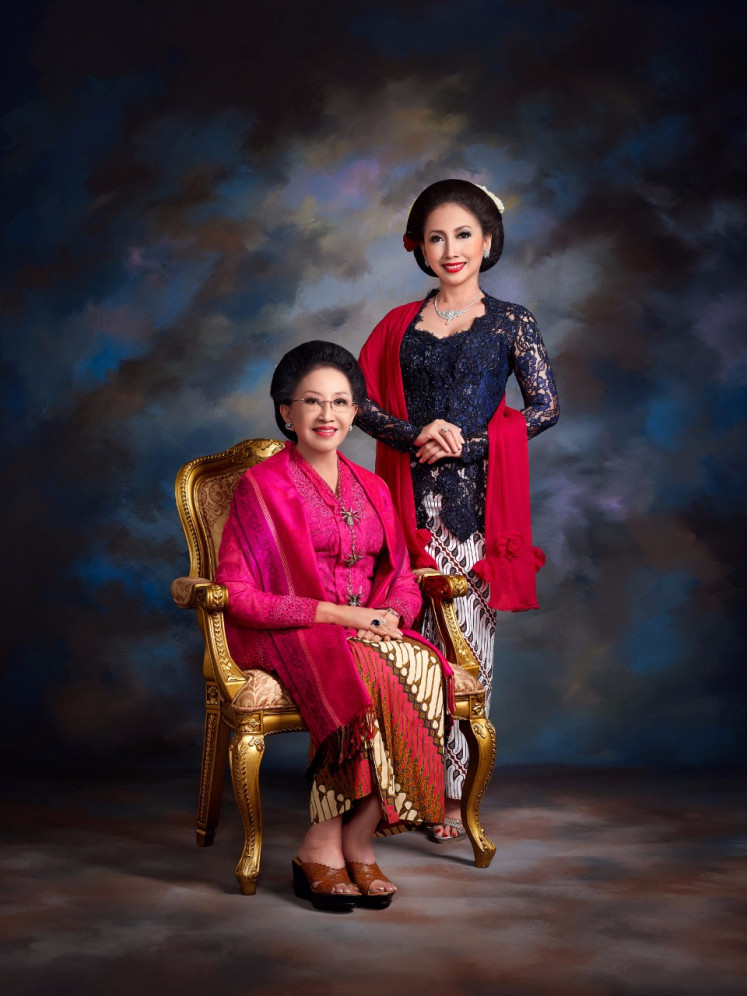 Mooryati Soedibyo, founder of PT. Mustika Ratu (left) and her daughter Putri Kuswisnu Wardani (right) who is now the CEO of PT. Mustika Ratu