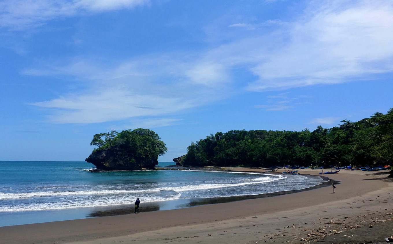 Pantai Panon Nyampai | Foto: Arya Dipa / Jakarta Post