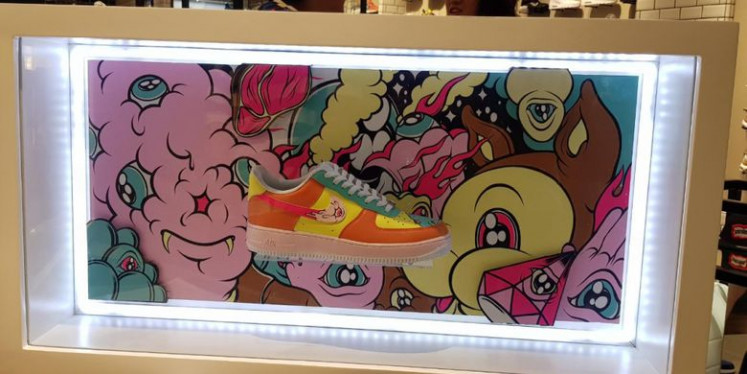 Sneaker with artwork by Muklay.