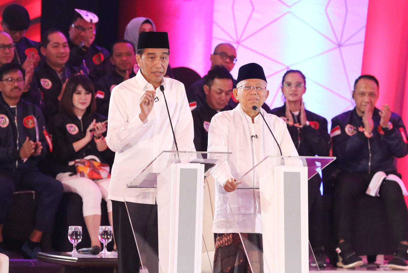 Jokowi plays it tough, accusing Prabowo of 'outbursts of lies'