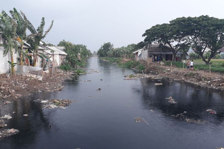 Bekasi needs 10 days to clean trash-filled river