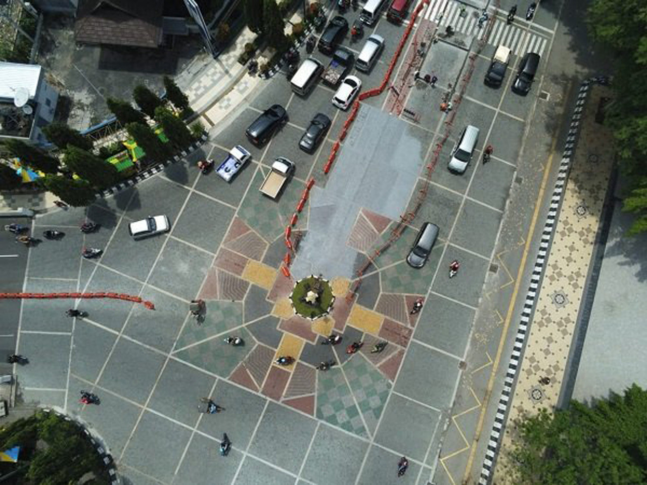 Surakarta to cover cross-shaped road mosaic with paint after complaints from Muslim groups