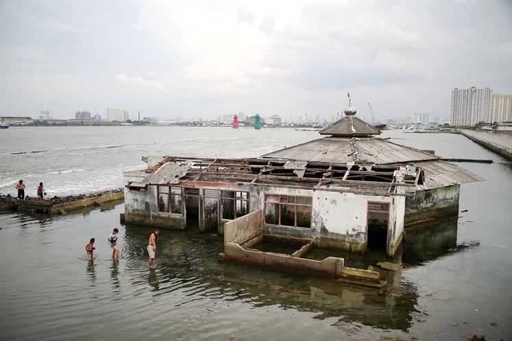 Explaining heavy rains, floods in Indonesia