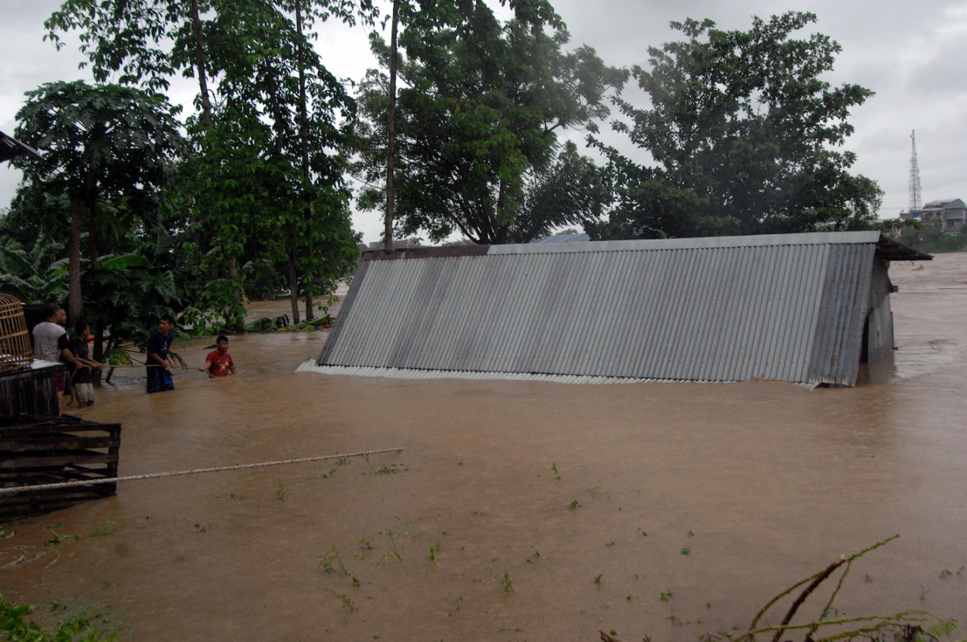 Six killed, thousands displaced in South Sulawesi floods