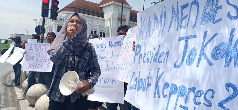 Activists urge Jokowi to retract remission for journalist's murderer