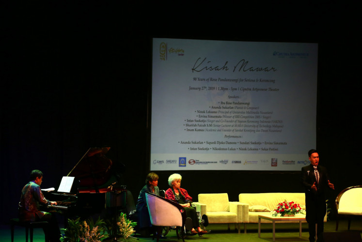 Classical singer Nikodemus Lukas (right) shared the stage with composer Ananda Sukarlan (left), while Rose Pandanwangi (third left) and her daughter Alexandra Pandanwangi (second left) look on at The Story of Mawar: Rose Pandanwangi's 90 years of Seriosa and Keroncong on Jan. 27 at Ciputra Artpreneur in South Jakarta.