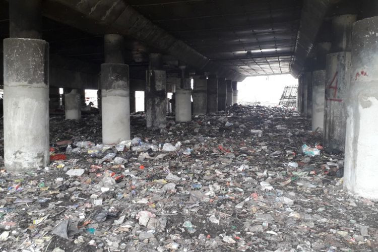 City prepares measures to manage trashed dumped under toll road