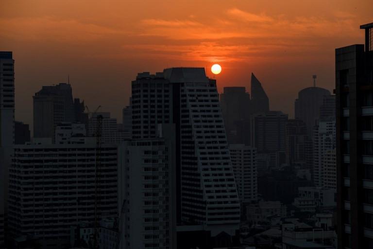 Hundreds of schools to shut as toxic smog cloaks Bangkok