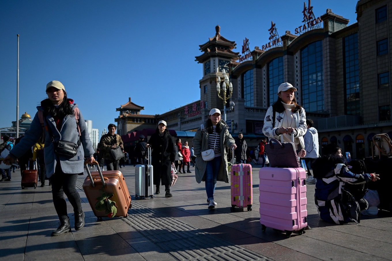 Chinese begin Lunar holiday exodus in the millions