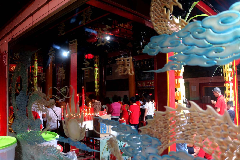 Devotion: Prayers are held at the Tien Kok Sie temple to begin the Pao Oen ritual. JP/Maksum Nur Fauzan