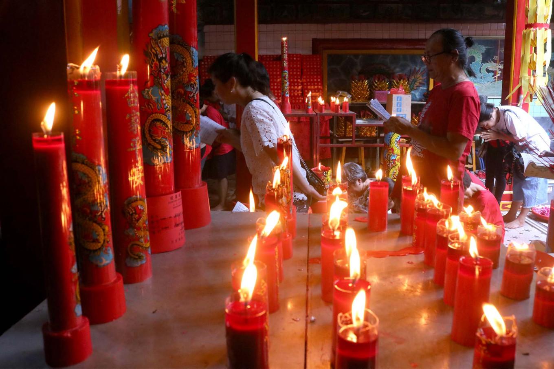 Grateful: A man and woman pray during the Pao Oen ritual at the Tien Kok Sie temple. JP/Maksum Nur Fauzan