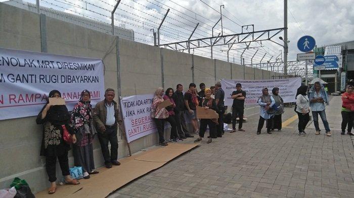 South Jakarta residents affected by MRT demand land compensation