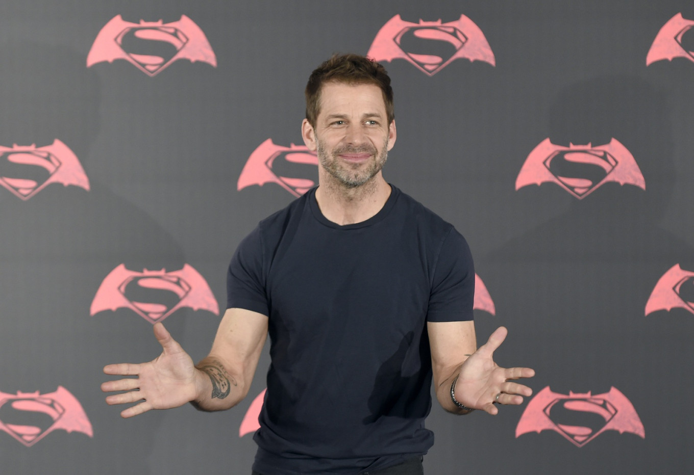 'Army of the Dead' involves zombie Vegas heist, Zack Snyder