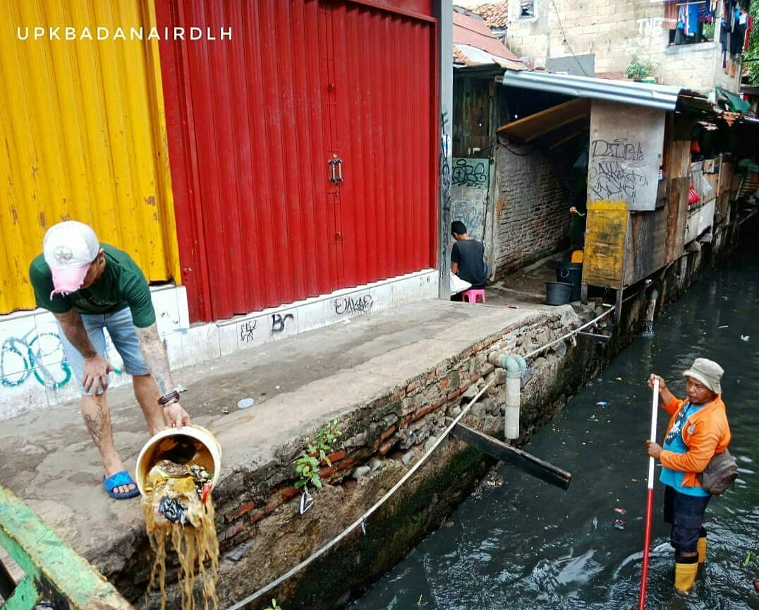 Man fined for throwing garbage into Central Jakarta river