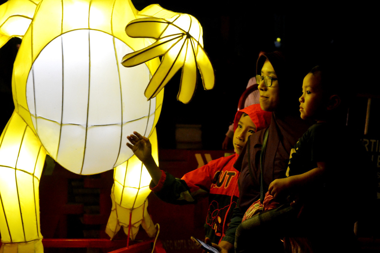Thousands of lanterns brighten Chinese New Year celebrations in Surakarta